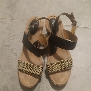BOC black and tan wedges